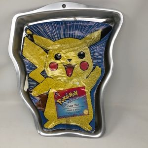 Wilton cake pan Pokémon Pikachu With instructions